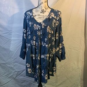 NWT Torrid Blue 3/4 Sleeve Top with Floral